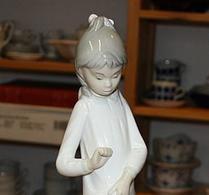 """Zaphir - Porslin - Figurin - """"flicka med hund"""""""